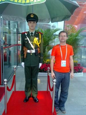 môj školiteľ  z ČĽR na diverznú činnosť v tyle nepriateľa. sieť však bola dekonšpirovaná a on sa v súčasnosti nachádza v pracovnom tábore na severe Číny a ja v pohostinstve na juhu Košíc