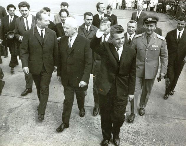 Oslava narodenín vraha skončila grcaním a pľuvaním na túto fotku vraha, ktorý ako jeden z mála odsúdil inváziu do Československa v 1968.