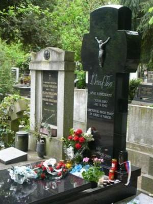 Hrob prvého prezidenta SR - Dr. Jozefa Tisa som navštívil nielen ja ale aj iní pamätníci Slovenského štátu
