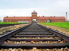 postaviť železnicu je manuálne náročná práca ale dostať sa do cieľovej stanice poteší staviteľa železnice aj rušňovodiča vlaku