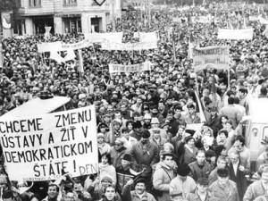 demokratický štát je to čo sme chceli...chlieb, hry a POKOJ